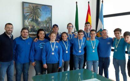 El alcalde felicita al Club de Remo Linense por sus éxitos deportivos durante el año