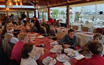 El alcalde acompaña a los usuarios del programa de deportes para mayores que hoy han compartido un desayuno