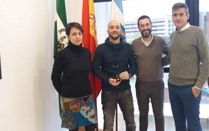 El alcalde ha recibido a Jonathan Quiñones, mejor expediente de FP de Andalucía
