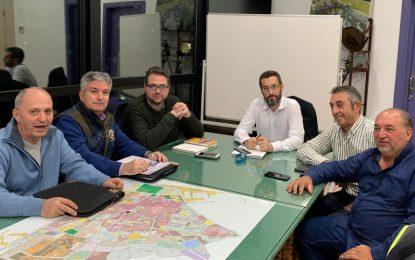 El Ayuntamiento y la asociación de vendedores Fénix  acuerdan mejoras para el mercadillo