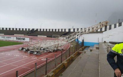 El jueves se iniciará el desmontaje de las torres de iluminación del Estadio y la retirada de la que cayó a consecuencia del temporal