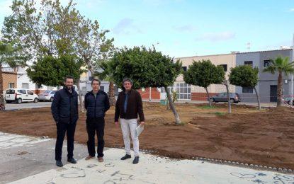 El alcalde visita las plazas Ruiz Jimenez y Carmen Blázquez donde se están creando  zonas verdes en solares en desuso