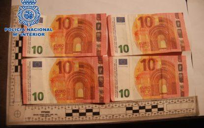 La Policía Nacional localiza a dos menores de edad que estaban intentando poner en circulación billetes falsos de 10 euros