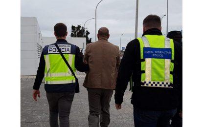 Dos hombres involucrados en la trata de personas, extraditados a España