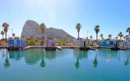 Las casas flotante del  puerto deportivo Alcaidesa Marina podrían formar parte de la oferta   de La Línea en FITUR