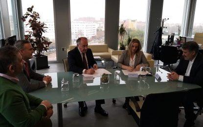 La consejera de Fomento y el alcalde de Algeciras firman el convenio para reurbanizar la calle Bombita