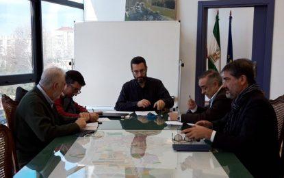 El alcalde entrega a los portavoces políticos municipales el documento de peticiones ante el Brexit