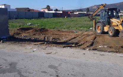 Limpieza realiza trabajos de recogida de residuos en los caminos de Torrenueva y Estepona