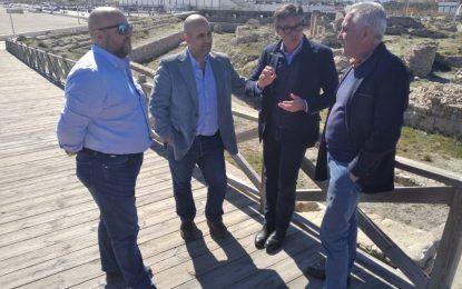 El parlamentario andaluz de VOX, Manuel Gavira, visita La Línea y se interesa por el barrio de San Bernardo y por el Fuerte de Santa Bárbara