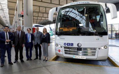 Marifrán Carazo anuncia un servicio directo de autobús entre las ciudades de Cádiz y Huelva