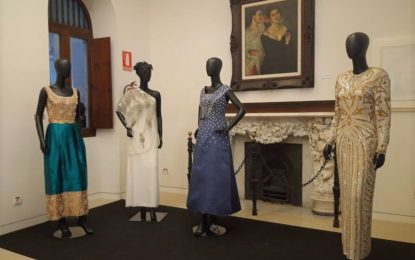 La muestra «Vísteme. De la alta costura al arte» recibe más de 850 visitas en su primer fin de semana de exposición