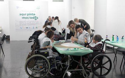 """Doce artistas locales y 54 usuarios de la comarca han participado en el taller """"Aquí pintamos todos/as"""""""