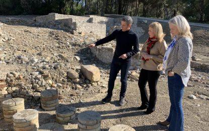 La subdelegada y la delegada territorial de Cultura visitan Carteia para impulsar este enclave arqueológico
