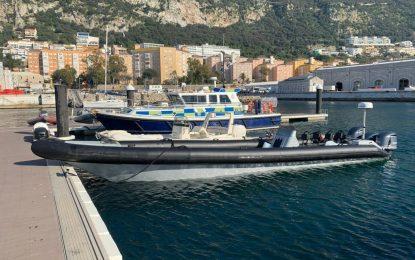 La Policía Real de Gibraltar detiene a cuatro españoles con una lancha de abastecimiento de narcotráfico