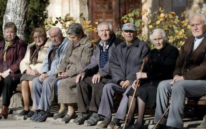 Las personas mayores titulares de la Tarjeta Andalucía Junta sesentaycinco Oro recibirán los menús bonificados en su domicilio