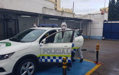 Agentes de la Policía Local desarrollan funciones informativas y sancionadoras para hacer cumplir la Alerta Sanitaria