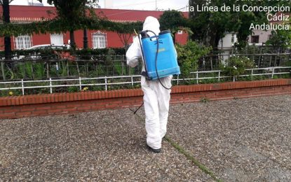 Los trabajos de desinfección se han desarrollado durante todo el fin de semana en las barriadas de la ciudad