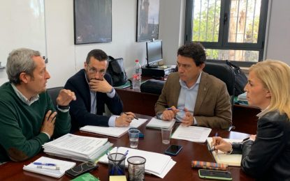 La subdelegada, Eva Pajares, y el delegado de Desarrollo Sostenible abordan el PGOU de La Línea con el alcalde de la ciudad