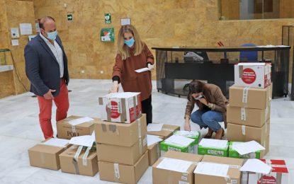 La Delegación del Gobierno realiza un tercer reparto para trabajadores de ayuda a domicilio de 14.500 mascarillas y 3.450 guantes