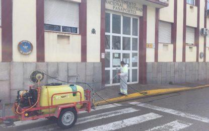 Realizados trabajos de desinfección en los exteriores de la Comisaría del Cuerpo Nacional de Policía