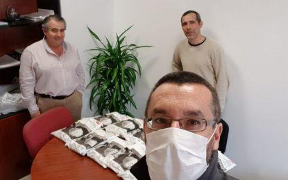 El alcalde agradece la donación de 300 mascarillas FFP2 por parte de un grupo benefactor de Gibraltar
