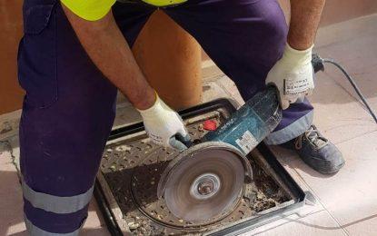 Mantenimiento Urbano realiza reparaciones urgentes en calles y centros educativos