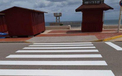 Mantenimiento Urbano acomete el pintado de los pasos de cebra de Levante y Santa Bárbara