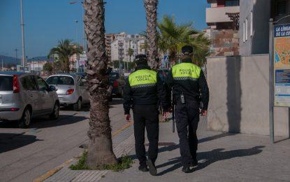 Agentes de la Policía Local evitan que un individuo se autolesionara con un cuchillo tras acudir a una riña familiar