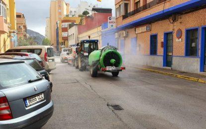 El alcalde agradece la cesión de un tractor con fumigadora nebulizadora para colaborar en los trabajos de desinfección