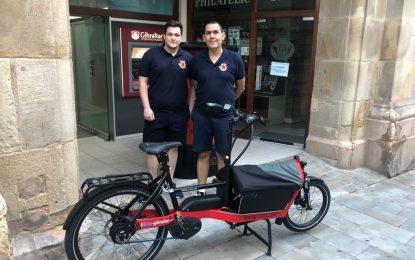 Correos de Gibraltar prueba dos bicicletas eléctricas de transporte para entregar el correo