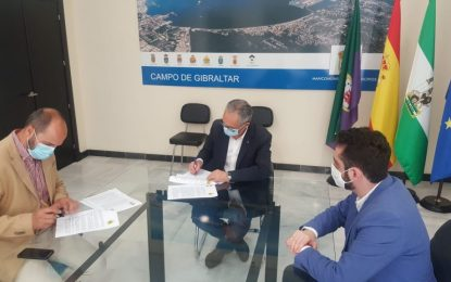 Lozano y Alconchel firman el nuevo convenio entre la Mancomunidad y el Ayuntamiento de Los Barrios