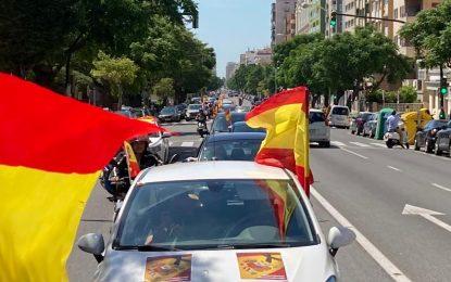 Numerosos asistentes de VOX La Línea a la Caravana por España y su libertad celebrada en Cádiz