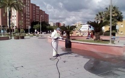 Limpieza realiza trabajos de desinfección en la Plaza de la Constitución y en paradas de autobuses y taxis
