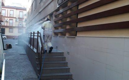 Operarios de Limpieza realizan trabajos de desinfección en los juzgados