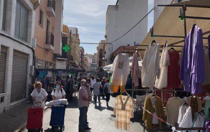 El Ayuntamiento mantendrá al cincuenta por ciento el número de puestos del mercadillo semanal y de los ambulantes del Mercado