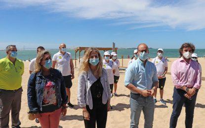 Los 686 auxiliares contratados por la Junta se incorporan sin incidencias a las playas de la provincia