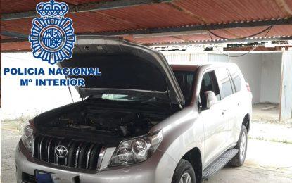 La Policía Nacional localiza una garaje con tres zulos y  cuatro vehículos preparados para cargar fardos de hachís en La Línea