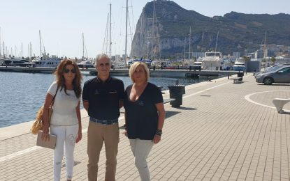 Turismo aborda con el puerto Alcaidesa la instalación de un mercadillo artesanal y la participación en Fitur 2021