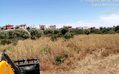 Medio Ambiente acomete la limpieza y desbroce de parcelas de Santa Margarita para evitar incendios