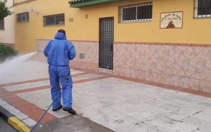 Hoy se han realizado trabajos de desinfección en la Jefatura de la Policía Local, dependencias de la Guardia Civil y Palacio de Congresos