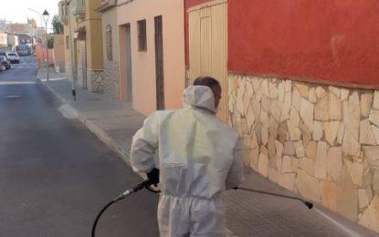 El Centro de Encuentro y Acogida y el Mercado de Los Junquillos, objetivos de los trabajos de desinfección