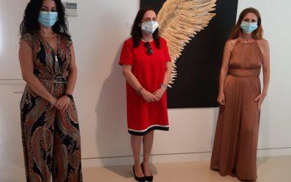 Las niñas Nadia y Nora Jouda, ganadoras del concurso de fotografías del Museo Cruz Herrera con la exposición de Cristina Harillo
