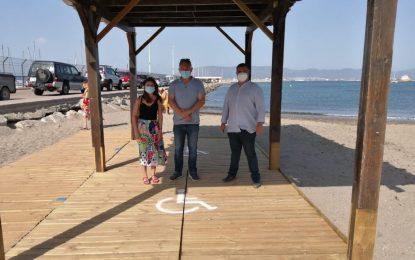 Playas amplia las zonas de sombra para personas con movilidad reducida a las playas de Levante, Poniente, Santa Bárbara, Sobrevela y Torrenueva