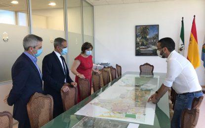 El alcalde recibe a la Delegada del Gobierno en Andalucía