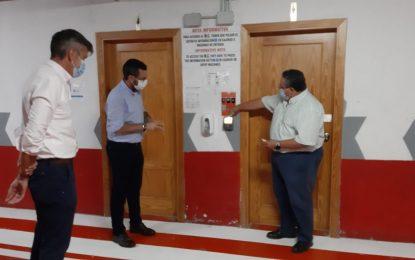 El alcalde comprueba las medidas sanitarias y de seguridad  en  los aparcamientos de Isolux Corsán