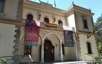 Esta tarde, despliegue de la lona LGTBI en la fachada del Ayuntamiento