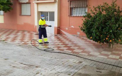 Limpieza acomete trabajos de desinfección en edificios vulnerables y de baldeo nocturno en las pistas de skate de Poniente