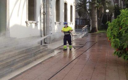 La desinfección diaria de la delegación de Limpieza se centró hoy en los jardines municipales