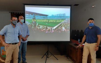 Juan Franco presenta un proyecto de Estadio Municipal Linense que obliga a la Balona a jugar dos temporadas en un campo que se cae a trozos
