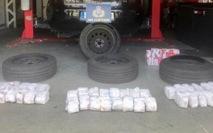 El Servicio de Aduanas se incauta de 57 cartones de cigarrillos y detiene a dos ciudadanos españoles